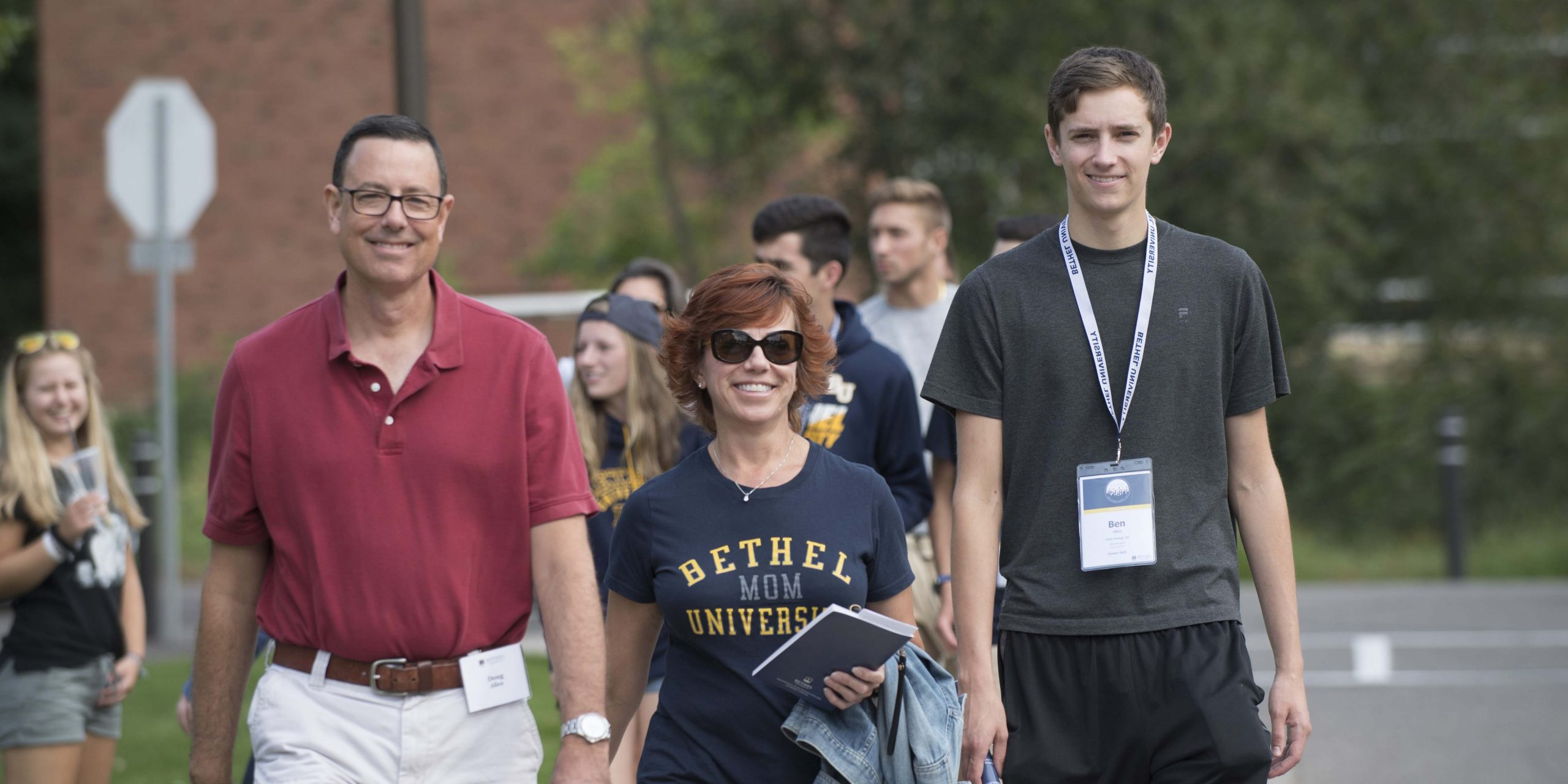 Parents with student at Bethel University